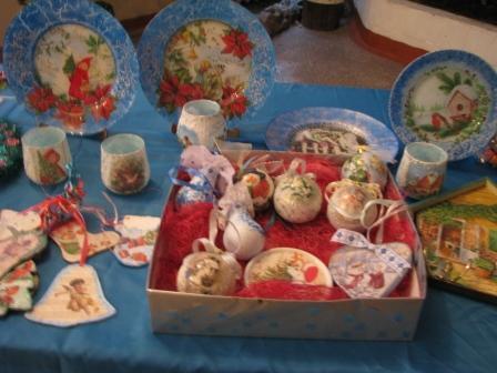 Ялинкові іграшки та тарілі