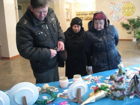 Виставку відвідали батьки та мешканці села